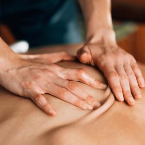 Abhyanga Oil Massage Treatment 3